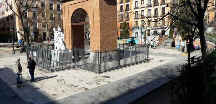 Piso en venta en calle Velarde, Madrid.