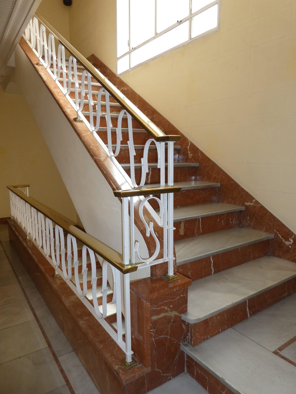 Maravilloso piso exterior de 200 m2 útiles, en finca clásica con portero físico, ascensor, servicios centrales