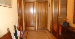 SAFER pone a su disposición la posibilidad de adquirir este gran piso exterior con ubicación privilegiada, en finca con portero físico, ascensor y servicios centrales.